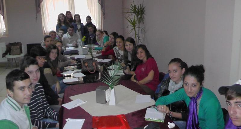 Tineri voluntari in proiect IV